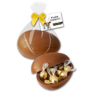 Gefülltes großes Schokoladenei mit feinsten Trüffelpralinen in einzelnen Beutelchen im Inneren und Werbekarte als Anhänger, Ostern Werbeartikel Geschenk