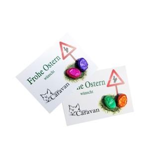 Zwei eierförmige Pralinen auf einer Werbekarte aufgebracht als Osterwerbegeschenk