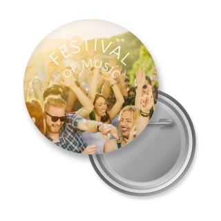 Große 64 mm Buttons mit Sicherheitsnadel als Anstecker oder Pins bedrucken