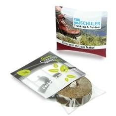 Die Kissenverpackung mit Pflanztab ist klein und handlich - und schnell als Werbeartikel überreicht.