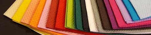 Foto von vielen farbigen Servietten